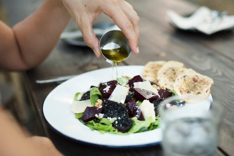 recept-salat-s-kozim-syrem-farma-Pod-Zvicinou